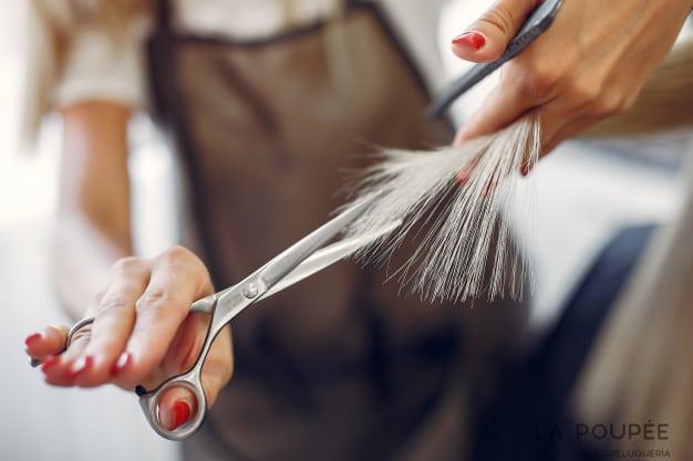 Keratina y corte para reparar el cabello seco y dañado